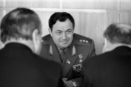 Brejnevi qırıcıların hücumundan xilas edən pilot –