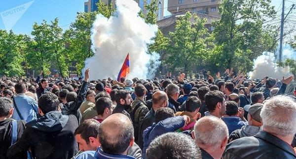 1605085706_ermenistan-mitinq-umumi.jpg (56 KB)