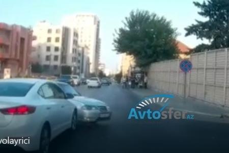 Taksi sürücüsü qırmızıda keçdi, qəza törətdi- VİDEO