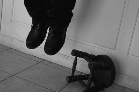 Sumqayıtda kişi özünü asaraq intihar edib
