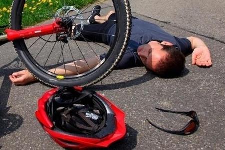 Yasamalda kişi velosipeddən yıxılaraq üzündən ağır zədə alıb