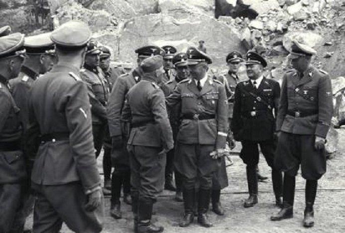 Bundesarchiv_Bild_192-014,_KZ_Mauthausen,_Besuch_Heinrich_Himmler[1] — копия.jpg (107 KB)